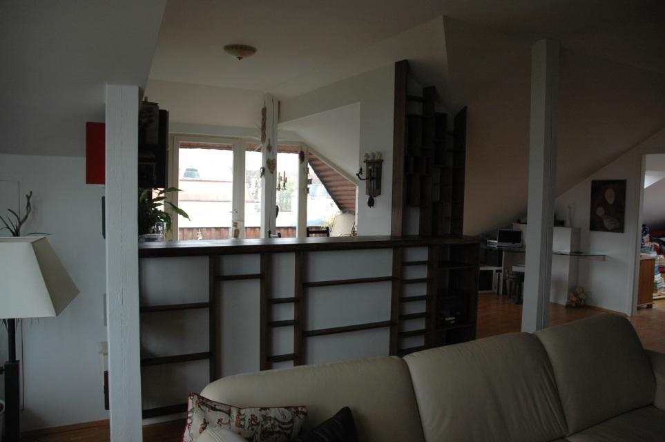 k chentresen aus nussbaum mit einem regal f r weinflaschen. Black Bedroom Furniture Sets. Home Design Ideas