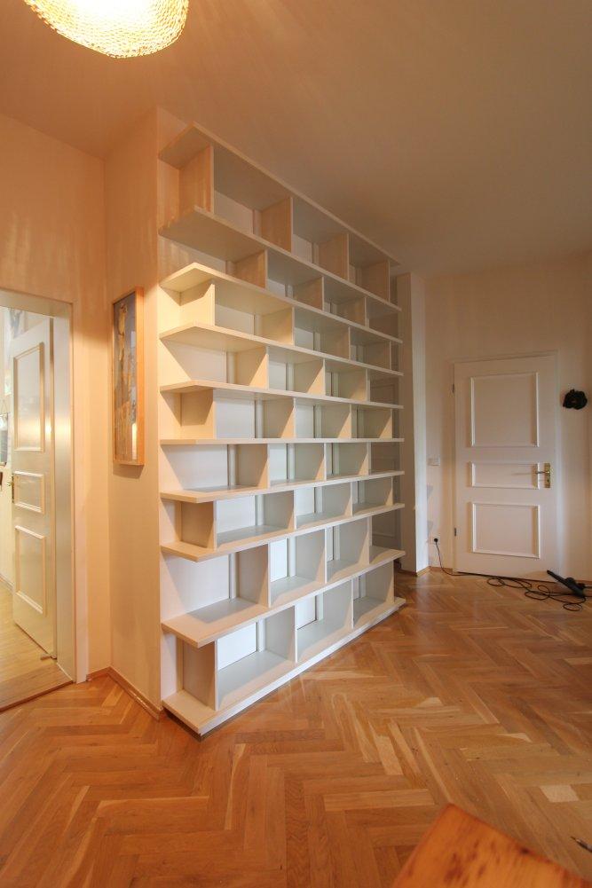 b cherregal im flur mit schiebet ren dein tischler in. Black Bedroom Furniture Sets. Home Design Ideas
