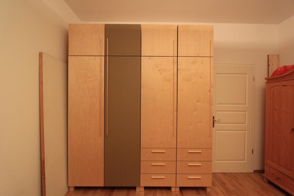 Kleiderschrank aus birke und linoleum dein tischler in for Garderobe leipzig