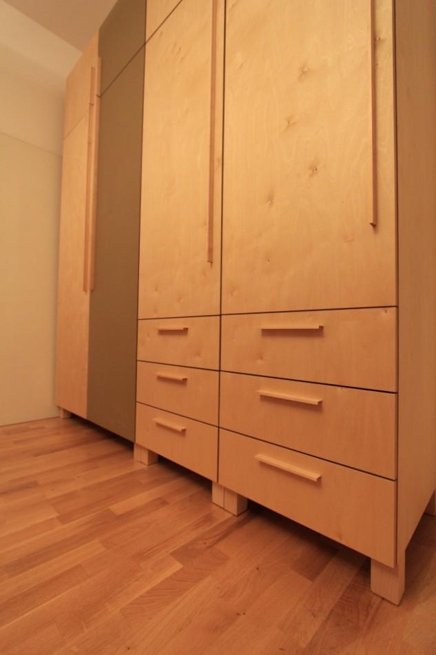 kleiderschrank aus birke und linoleum dein tischler in leipzig dein tischler in leipzig. Black Bedroom Furniture Sets. Home Design Ideas