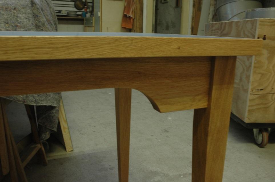 Schreibtisch aus eiche mit linoleum dein tischler in for Kleiner schreibtisch eiche