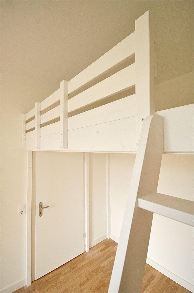 hochbett knapp ber der t r dein tischler in leipzig. Black Bedroom Furniture Sets. Home Design Ideas