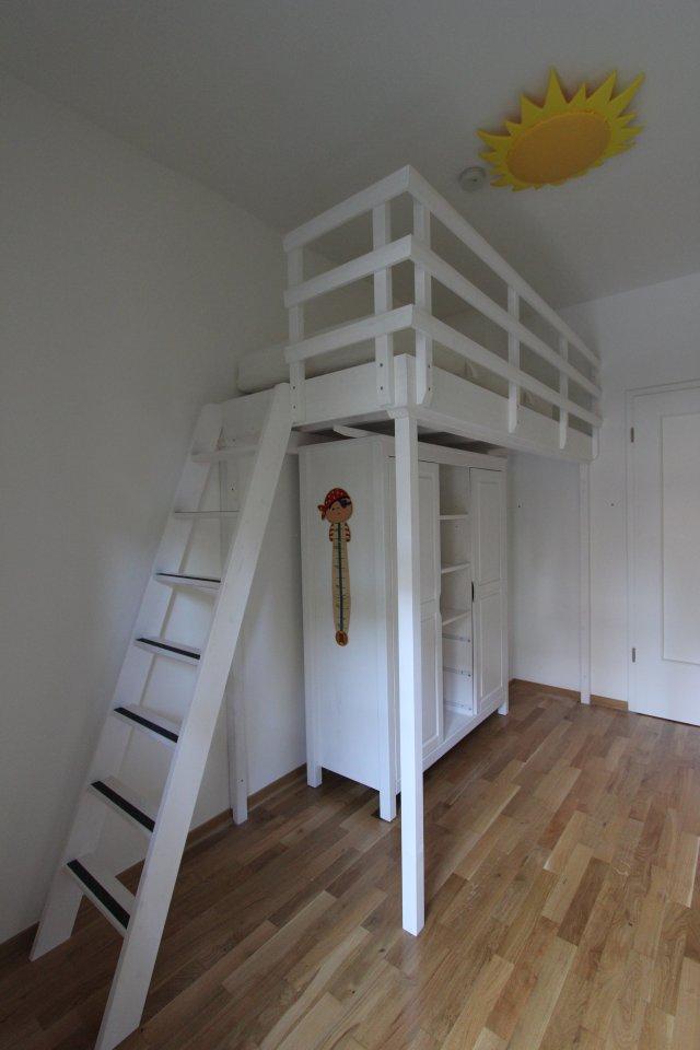 hochbett ber einem kleiderschrank dein tischler in. Black Bedroom Furniture Sets. Home Design Ideas