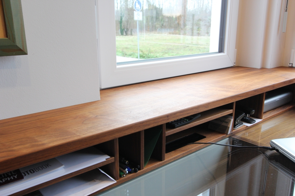 eingebauter schreibtisch im arbeitszimmer dein tischler. Black Bedroom Furniture Sets. Home Design Ideas