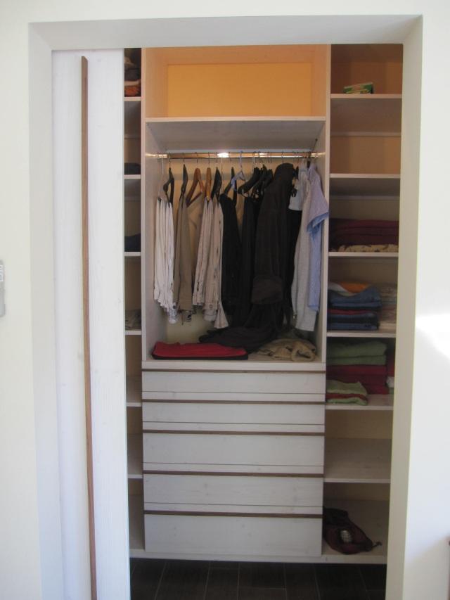 begehbarer kleiderschrank dein tischler in leipzig dein tischler in leipzig. Black Bedroom Furniture Sets. Home Design Ideas