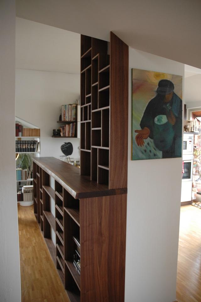 k chentresen aus nussbaum mit einem regal f r weinflaschen und cds dein tischler in leipzig. Black Bedroom Furniture Sets. Home Design Ideas