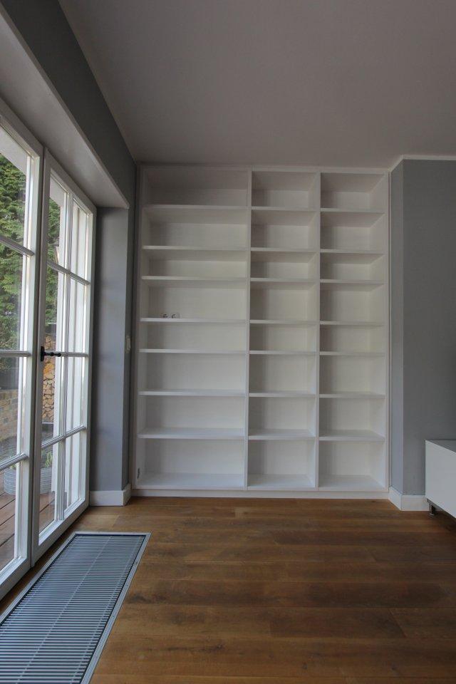 b cherregal in einer wandnische dein tischler in leipzig dein tischler in leipzig. Black Bedroom Furniture Sets. Home Design Ideas