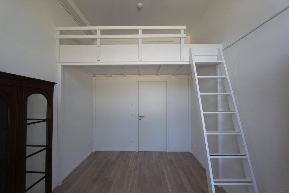 hochbett ber einer t r dein tischler in leipzig dein tischler in leipzig. Black Bedroom Furniture Sets. Home Design Ideas